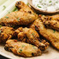 Horizontal-Air-fryer-chicken-wings-on-plate